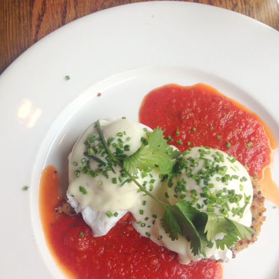 Quinoa cakes with poached eggs, Beatrix