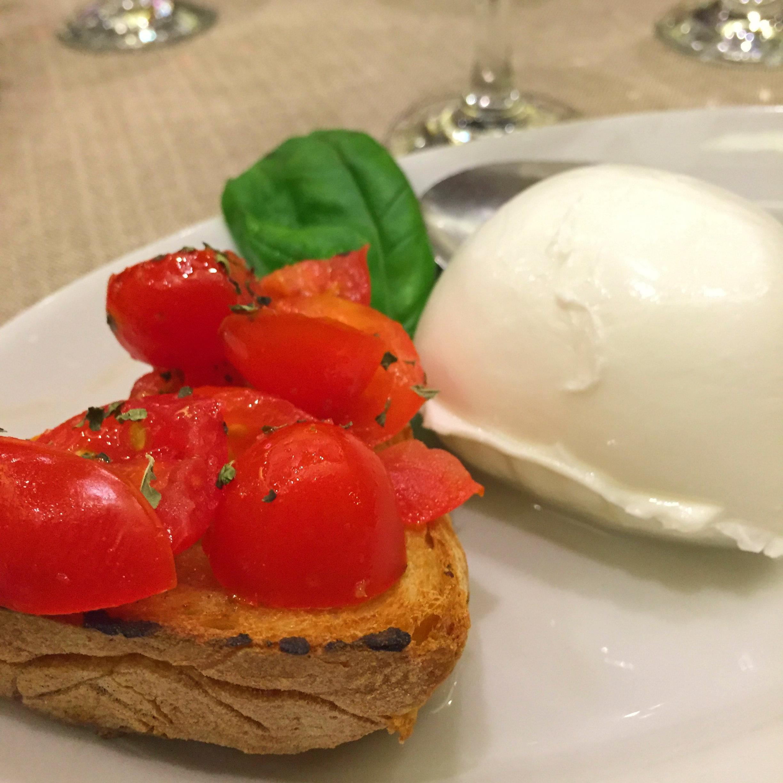 Tomato bruschetta and mozzarella di bufala, La Tavernaccia