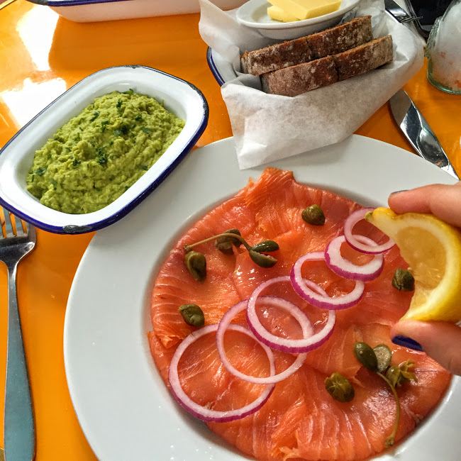 Smoked salmon with mushy peas, Catch 22