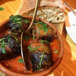 Chorizo-stuffed medjool dates, Avec
